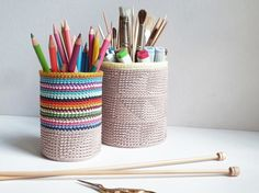 Tutorial fai da te: Come fare un portapenne colorato all'uncinetto via DaWanda.com
