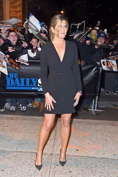 Jennifer Aniston Legs, Jennifer Aniston Pictures, Nancy Dow, Alexa Chung, Actriz Anne Hathaway, Rachel Green Style, Jeniffer Aniston, John Aniston, Daytime Dresses
