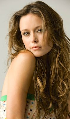 Summer Glau as Isabel Rochev / Ravager