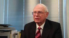 Jsme ve vesmíru sami? Podle bývalého kanadského ministra obrany rozhodně ne. V televizním vysílání vyzval světové politické špičky k zveřejnění záznamů o UFO. Podle jeho slov už mimozemšťané žijí na Zemi.