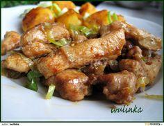 Kuřecí maso nakrájíme na nudličky, které osolíme, opepříme a poprášíme solamylem.V misce smícháme sojovou omáčku, worcester, olej a sušený...