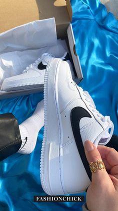 #sneakergiveaway #sneakercompetition #thesolewomens #sneakerwin #freesneaker #giveaway #freegiveaway #nikegiveaway #airforce1 #airforce1style #airforce1giveaway #thesolesupplier #nike #nikeair #nikeairforce #nikeairforce1 #airforce1 #af1 #airforce #airforce1style #nikewomen #swoosh #getswooshed #streetstyle #sneakers #sneakerhead #nicekicks #fashion #nikestyle | reels | thesolewoman Nike Airforce 1, Sneakers Street Style, Nike Fashion, Air Force 1, Nike Women, Kicks, Fall Winter, Sneakers Nike, Lady