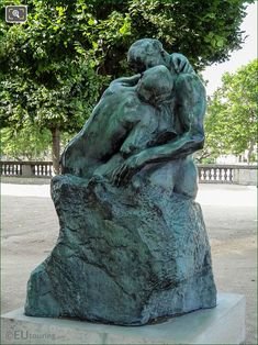 The Kiss statue in Tuileries Gardens Paris - Page 958 Close Up Photos, Hd Photos, Gates Of Hell, French Sculptor, Tate Gallery, Paris Images, New Museum, Vintage Romance, Auguste Rodin