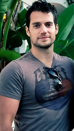 Henry Cavill..I'd give just about anything to kiss this man, while staring into those sexy blue eyes...