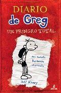 """DIARIO DE GREG 1: UN PRINGAO TOTAL  «En primer lugar, quiero dejar una cosa bien clara: esto no es un diario. Ya sé lo que pone en la portada. Mira que cuando Mamá lo fue a comprar le pedí DE MANERA ESPECÍFICA que si compraba una libreta no tuviera el rotulito de """"diario"""".» Greg Heffley tiene 12 años y su madre le compra un diario que abarcará un curso escolar: de septiembre a junio."""