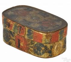 Painted pine bentwood box, 19th c., retaining its original polychrome floral decoration, 2 1/2'' h.
