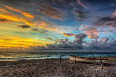 Calm Shores II along Juno Beach, Florida during sunrise. www.stevehuskisson.com