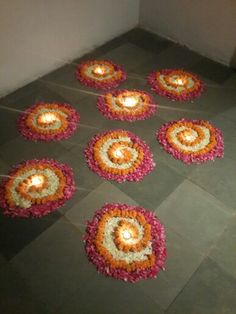 Big list Flower Rangoli Designs ideas and pictures for this ganesh chaturthi or any other Indian festivals. Learn flower rangoli designs for competition with flowers. Rangoli Designs Flower, Rangoli Patterns, Rangoli Ideas, Rangoli Designs Diwali, Diwali Rangoli, Beautiful Rangoli Designs, Flower Designs, Rangoli With Flowers, Diwali Flowers