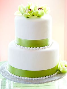 2-tier cake with green orchid .. reminiscence of my wedding cake