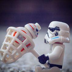 Help -8 #lego #legostagram #stormtrooper #bb8 #minifig #레고 #レゴ #ミニフィグ #ストームトルーパー by lego_creatorclub