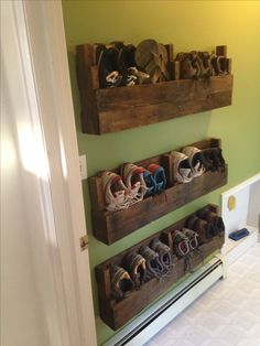Dyi shoe rack made out of pallets! Project I have been trying to finish to clean up my mud room.