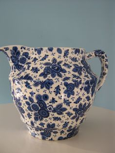 Porcelain jug Societe Ceramique Maestricht Serie: Beatrix Blue And White China, Love Blue, Blue China, White Dishes, White Pitchers, Nice Jugs, Pottery Place, White Pot, Vintage Cookies