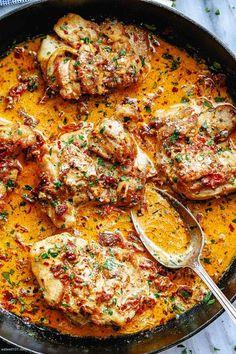 Skillet Chicken Thighs, Chicken Skillet Recipes, Skillet Meals, Recipe Chicken, Skillet Chicken Parmesan, Chicken Thigh Recipes Oven, Cream Sauce For Chicken, Parmesan Cream Sauce, Sundried Tomato Recipes