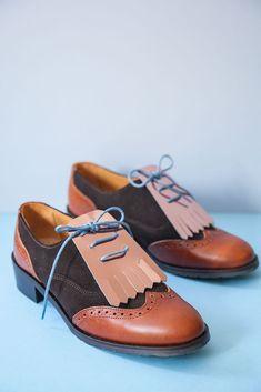 ¡Lo que me gustan a mí un par de zapatos oxford! No lo sabéis bien, imaginaos a Carry Bradshow ante unos Manolo Blanik. Pues eso me pasa a mí ante este tipo de zapatos, me los compraría de todas las formas y colores.