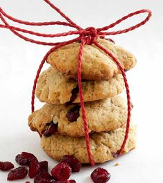 Handmade Holiday Gifts/Itsetehdyt joululahjat: Easy recipe for oat bisquits/Helpot kaurakeksit No Bake Cookies, Baking Cookies, Holiday Gifts, Holiday Decor, Food Gifts, Gourmet Recipes, Christmas Ornaments, Desserts, Handmade