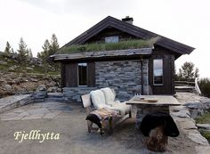 Fjellhytta interiør- og hytteblogg Gazebo, Cottage, Outdoor Structures, Cabin, House Styles, Slate, Norway, Mountains, Google Search