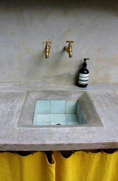 Unique Tadelakt Bathroom Design Ideas For Awesome Bathroom Bathroom Inspiration, Interior Inspiration, Interior And Exterior, Interior Design, Interior Colors, Design Interiors, Turbulence Deco, Yellow Curtains, Tadelakt