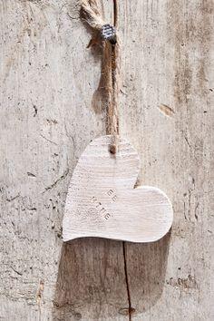 Corazon de Madera. Agrega tu mensaje y será un lindo regalo de San Valentín.