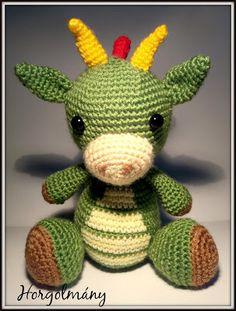 Ez tetszik a legjobban Crochet Baby Toys, Crochet Teddy, Crochet Animals, Amigurumi Toys, Crochet Patterns Amigurumi, Crochet Stitches, Amigurumi Minta, 2 Baby, Pom Pom Wreath