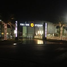 Christmas lights are up on campus at #fullsail. #christmaslights #xmaslights
