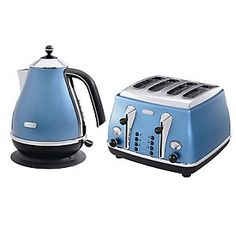Gab Solórzano Lorenzo I thought of your parents when I saw this DeLonghi Kettle & Toaster Kitchen Hacks, Kitchen Gadgets, Kitchen Appliances, Kitchen Ideas, Kitchens, Kettle And Toaster Set, Beyond Blue, Kitchen Accessories, Cant Wait