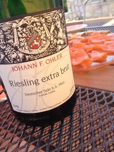 Great lunch. In all its simplicity. Bubbly and smoked salmon. What more does one need?