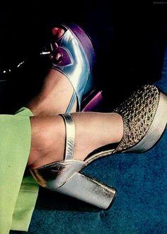 Shoes by Charles Jourdan, L'Officiel 1972 70s Shoes, Mode Shoes, Me Too Shoes, Mode Vintage, Vintage Shoes, Vintage Outfits, Vintage Style, Patti Hansen, Lauren Hutton