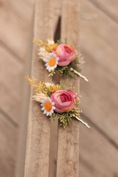 hair clip, artificial, silk and stabilized flowers price per one piece Flower Head Wreaths, Hair Wreaths, Flower Crowns, Groom Boutonniere, Fall Flowers, Summer Hairstyles, Garlands, Corsage, Bridal Accessories