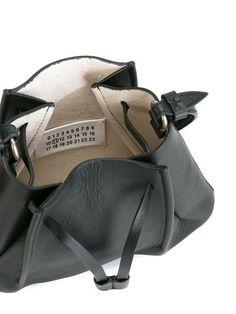 쇼핑 Maison Margiela 스몰 버킷 백. Simple Bags, Margiela, Beautiful Bags, Leather Bag, Leather Craft, Purse Wallet, Luggage Bags, Bag Accessories, Gym Bag