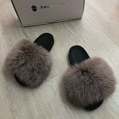 Real Fox Fur Slides So fluffy haute acorn fur babies! Fluffy Sandals, Fluffy Shoes, Fox And Rabbit, Cute Slippers, Mink Fur, Fur Slides, Fox Fur, Acorn, Slide Sandals