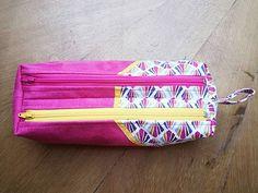 Parzych Nathalie sur Instagram: Après-midi test :voici une version bicolore et bi-matière de la trousse Zip Zip de Sacôtin. Un résultat coloré comme j'aime ! Coton…