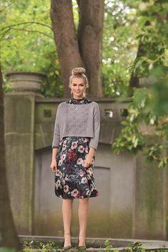 Eine moderne Silhouette bietet dieser Pullover durch überschnittene Schultern, Lochmustereinsatz und 3/4 Ärmeln. Die Mischung aus recylceltem und reinem Leinen verleiht ihm einen fließenden Fall. Material 450 (450:500) g Lana Grossa Linea Pura Solo Lin Cooler Look, Trends, Elegant, Silhouette, Knitting, Skirts, Fit, Products, Fashion