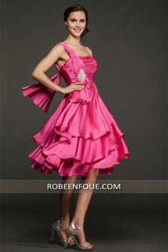 7e96af733d9 Allumez votre quotidien dans cette   robe de bal Mildred avec jupe en  cascade fluide. Robeenfolie · Robe de cocktail très chic