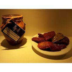 I migliori prodotti tipici calabresi: i pomodori secchi in conserva su https://www.prodottitipicicalabria.com