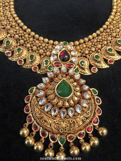 Indian Wedding Jewelry, Indian Jewelry, Bridal Jewelry, Gold Mangalsutra Designs, Gold Jewellery Design, Rajputi Jewellery, Italian Gold Jewelry, Jewellery Sketches, Pendant Jewelry