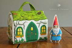 Adorable set. Traveling Gnome, Gnome House, Fabric Houses, Little Houses, Play Houses, Creative Gifts, Gnomes, Kids, Softies