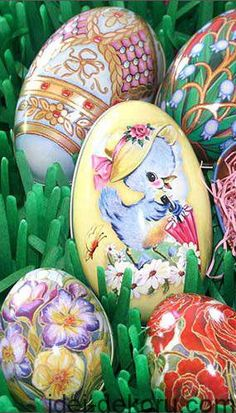 Metal Easter egg tins from England Hoppy Easter, Easter Bunny, Easter Eggs, Easter Art, Easter Crafts, Easter Decor, Easter Ideas, Easter Holidays, Happy Holidays
