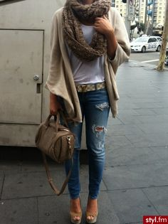 Baggy cardigan, puffy scarf & Louis Vuitton belt