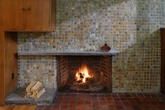 Oser House, living room, fireplace and Mercer tile surround, photographed June 2011. Photo: © Matt Wargo #architecture