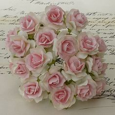 "50 WHITE WITH BABY PINK CENTRE MULBERRY PAPER WILD ROSE 1¼"" (30mm)"