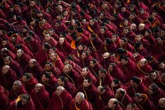China: Tibetan Buddhist monks unveil giant painting of Buddha at Labrang Monastery [Photo report] Buddhist Monk, Tibetan Buddhism, Yoga Pilates, Special Prayers, Follow Jesus, Dalai Lama, Workout For Beginners, Persona, Buddha
