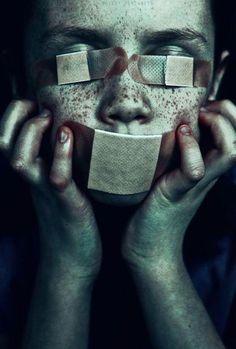 After Tiresias blinds himself? Horror Photography, Conceptual Photography, Dark Photography, Oscar Wilde, Writing Inspiration, Character Inspiration, Story Inspiration, Foto Art, Horror Art