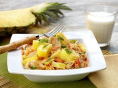 Asian Chicken & Pineapple Noodle Bowl from our pals @delmontefresh