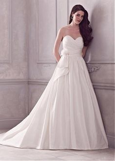 GLAMOROUS TAFFETA A-LINE SWEETHEART NECKLINE NATURAL NECKLINE WEDDING DRESS WITH ELABORATE HANDMADE FLOWERS