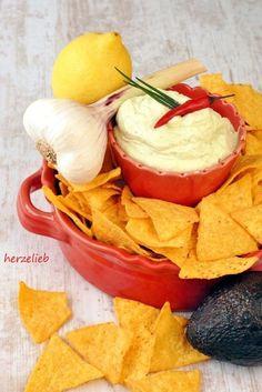Make avocado garlic dip yourself Vegan recipes - Diet Plan Avocado Dip, Avocado Cream, Snacks Für Party, Appetizers For Party, Crab Rangoon Dip, Snack Recipes, Cooking Recipes, Cream Cheese Dips, Pesto
