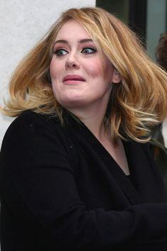 Adele Totally Freaks Out When a Mosquito Goes Rogue and Attacks Her During a Concert Adele Wallpaper, Adele Songs, Adele Photos, Adele Adkins, Adele 25, Water Under The Bridge, Freak Out, Big Love, Concert