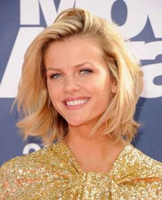 Brooklyn Decker | 24 Celebrity Bobs That Will Make You Wish You Had Shorter Hair