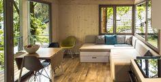 Dalla stanza per gli ospiti all'ufficio in mezzo alla natura: le architetture sospese dello studio tedesco Baumraum. Nell'immagine, una camera dell'Urban Treehouse Hotel a Berlino.  #sceltipervoi #designcard #livingcorriere