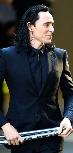 Tom Hiddleston on set in Brisbane - 22nd August 2016. Source: tomhiddleston.us http://tomhiddleston.us/gallery/thumbnails.php?album=802 Click here for full resolution: http://tomhiddleston.us/gallery/albums/movies/thor3/onset/220816/096.jpg