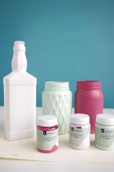 DIY – Je recycle mes pots de verre en vases avec de la peinture à la craie !